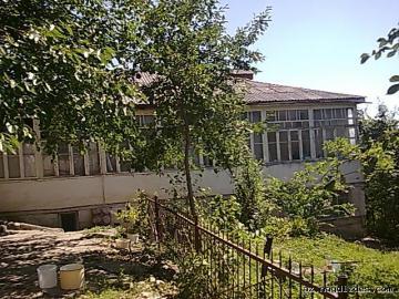В центре Гусара продается двухэтажный дом