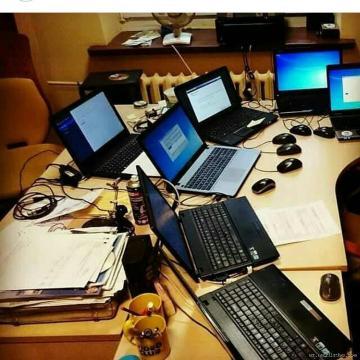 Komputer ustası ev və ofisdə öz xidmətlərini göstərir