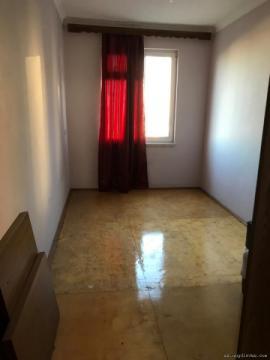 Продается двухкомнатная квартира в пяти минутах ходьбы от с/м Мемар Аджеми