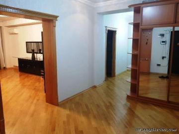 3-х комнатная возле м.Хатаи