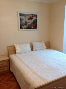 Посуточно сдается 2 комнатная квартира в самом центре г Баку